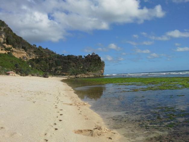 Pantai Pok Tunggal yang luas